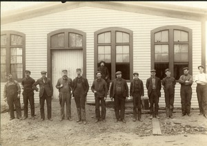 Snell Manufacturing Company workers 2