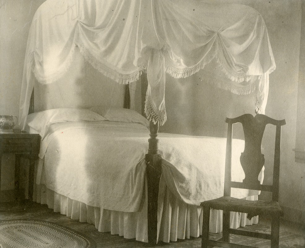 Bed in which Washington slept Taft Tavern