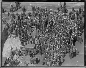 Crowd trying to get aboard SS Leviathan while in drydock at South Boston
