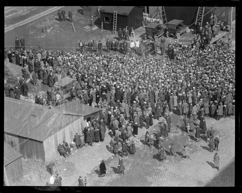 Crowd rushes to go aboard SS Leviathan in South Boston. Many hurt.