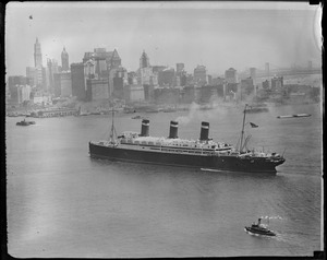 SS Leviathan sailing into N.Y. Harbor