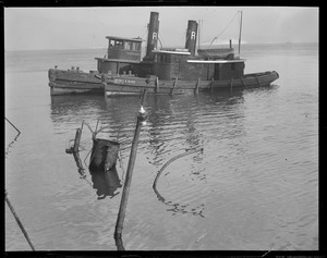 Tug sinks at old T-wharf