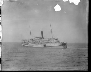 SS City of Rockland towed into port after collision with schooner H.P. Havens