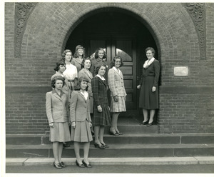 Abbot Academy Alumnae daughters with Miss Hearsey: E. Jane Brown, daughter of Persis Goodwin, 1927; Georgia Lee Mills, daughter of Lenore Wilkersham, 1920; Joanne Campbell, granddaughter of Anne Fisher Staples, 1869; Elizabeth Dickerman, grandaughter of Elizabeth Street Dickerman, 1863; Sarah Allen, daughter of Mary Button, 1919; Elizabeth Gilbert Rich, daughter of Helen Gilbert, 1914, granddaughter of Anne Spencer Gilbert, 1889; Carolyn Teeson, daughter of Marion Martin, 1913; Mary Carroll Sinclaire, daughter of Mary C. Swartwood, 1923; Ruth Lyons, daughter of Ruth S. Moore, 1916