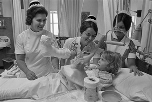 Mass. General Hospital student nurses, nurse instructor & young patient, Boston