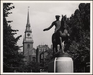 Old North Church, Boston. At right - statue of Paul Revere
