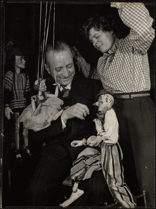 Dorothy Zaconick (director of Suzari Marionettes) introduces Suzari to George Kraska