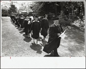 Dr Henry leads administration and faculty at commencement, 5/16/77