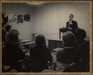 John Agnew, acting dean, addresses mothers at faculty forum