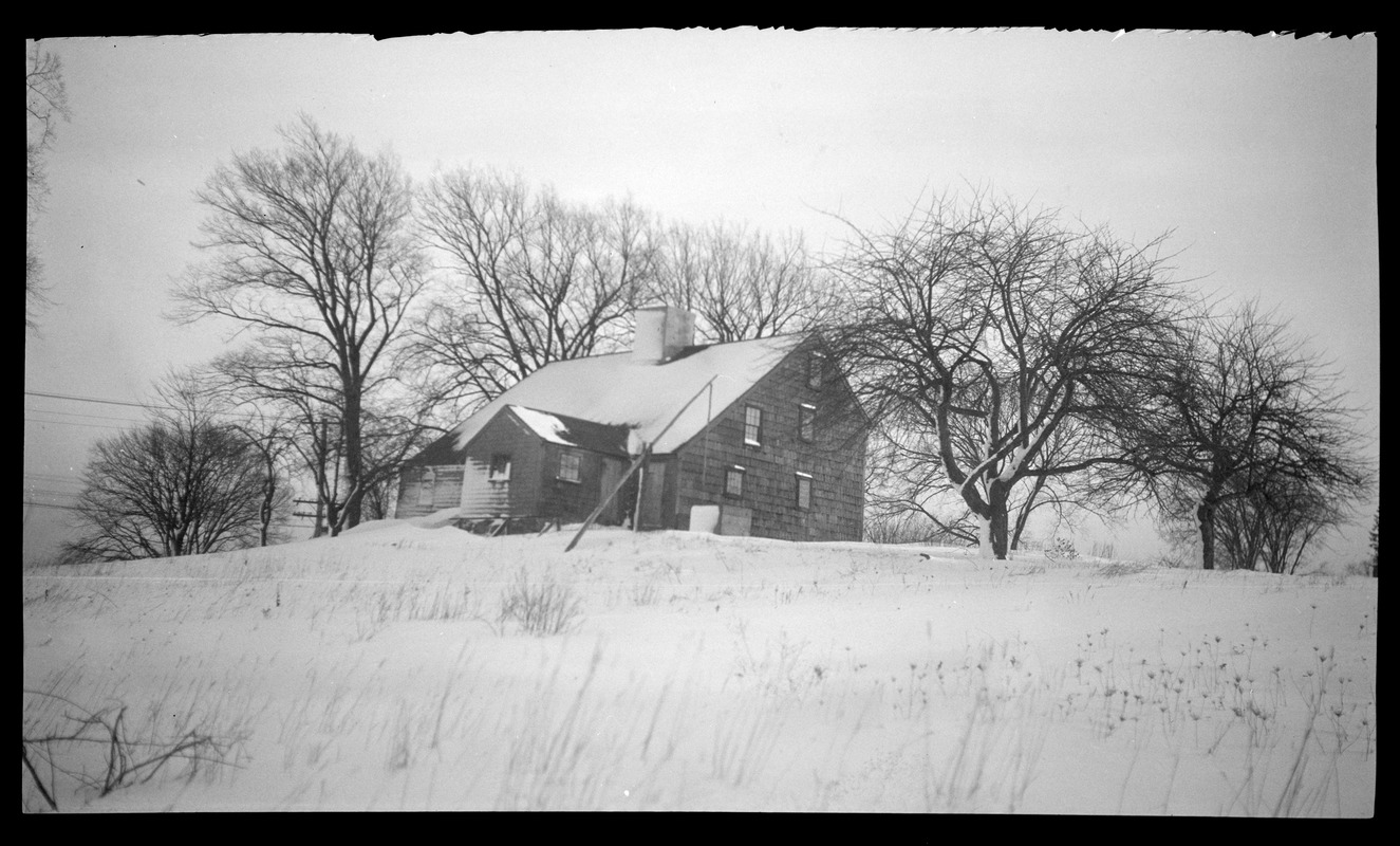Major John Bradford House, 50 Landing Road, view of rear facade and well in the snow