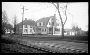Bildad Washburn Tavern, 234 Main Street, and Winthrop D. Ford House, 236 Main Street