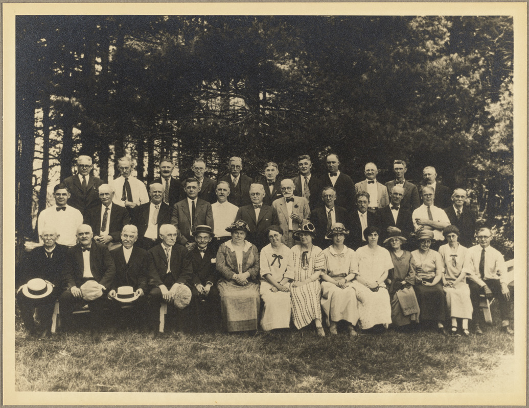 A group of executives and employees in 1923 with twenty years or more of service