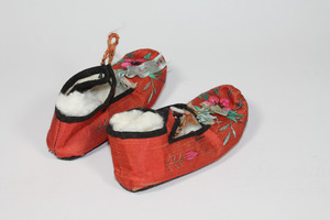 Chinese slippers with strap
