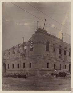 Corner of Boylston and Dartmouth Street, showing cornice in place, construction of the McKim Building