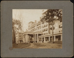 Aspinwall Hotel: drive and main entrance