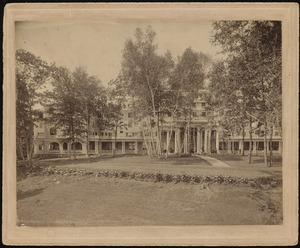 Aspinwall Hotel: front view with birches