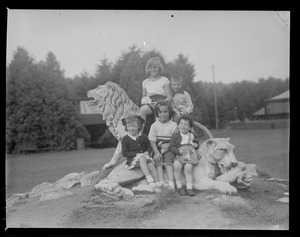 Kids pose with lion statue