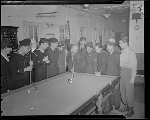 Willie Hoppe gives billiard demonstration to military men