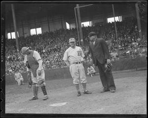 Bees manager, Casey Stengel in conference with umpire, Braves Field