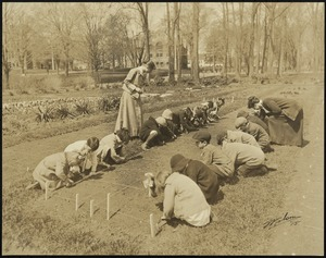 Bridgewater State Normal School Garden and Training School students