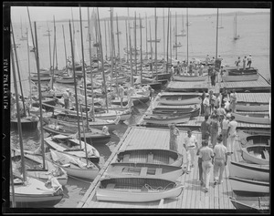 Getting ready to sail, Marblehead