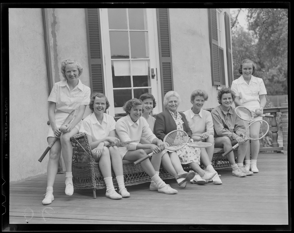 8 women with tennis rackets