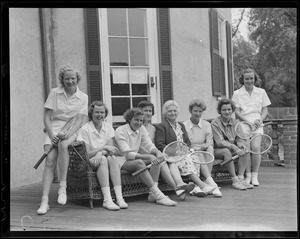 Hazel Wightman poses with girl players