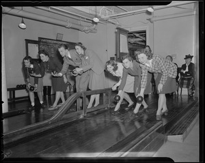 Candlepin bowling at the Franklin Square House, WWII