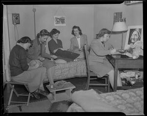 Arts & crafts at the Franklin Square House, WWII