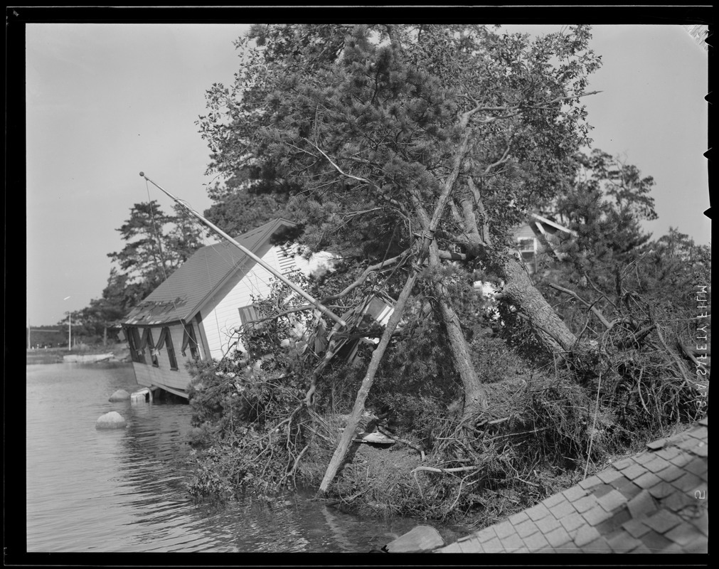 House goes into water, Hurricane of 38