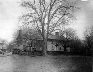 Abraham Browne House, 562 Main Street. Prior to restoration in 1924.