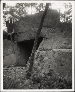 Gordon Hawes at King Philip's Cave off Mansfield St.