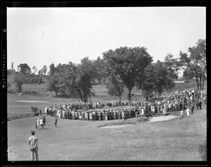 Crowd around green at Brae Burn for match between Babe Ruth and Ty Cobb