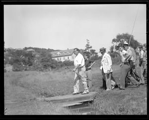 Babe Ruth walks the plank at Brae Burn during match with Ty Cobb