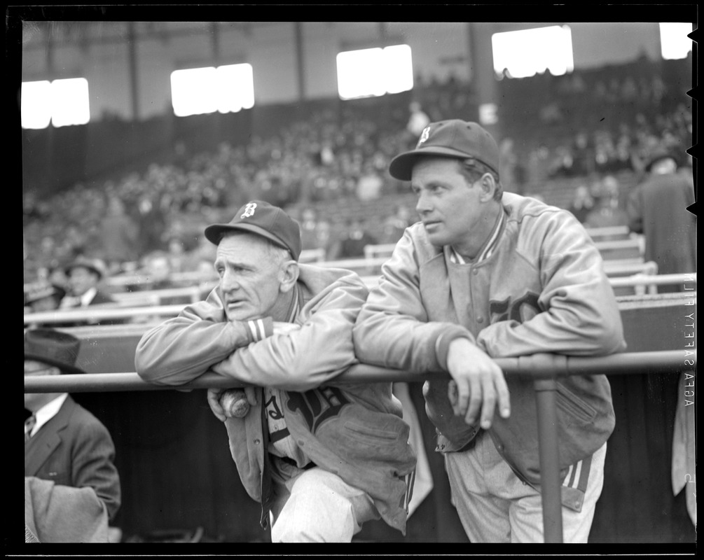 Casey Stengel, Bees manager, with pitcher Wes Ferrell