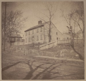 Medford, Simond's house, colonial. High St., on the road to West Medford, 253 High St., old house.
