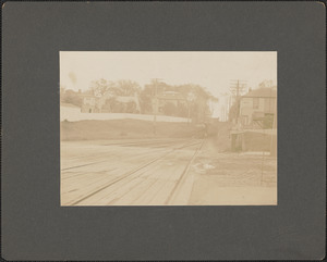At the gates, Washington St. Crossing, Newburyport, Mass., looking south, c. 1910