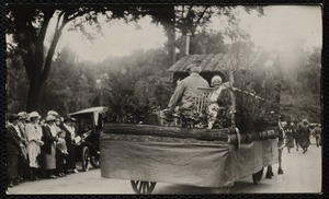 1922 4th of July Parade: Hinsdale's log cabin