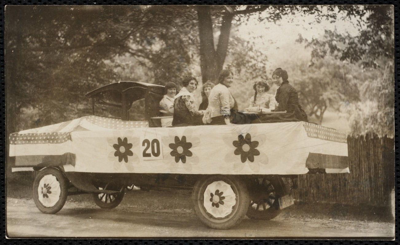 1922 4th of July Parade: quilting bee float