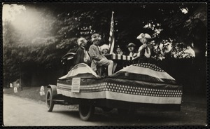 1922 4th of July Parade: birth of the nation float