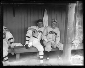 Braves manager Bill McKechnie with Reds manager Dan Howley