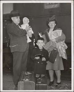"""Mayor John Lyon of Cambridge, Mass. with Mrs. Lyon and their two children, baby Ellen and son Leo, are shown on arrival here this afternoon on the Florida East Coast R.R. """"Florida Special"""""""