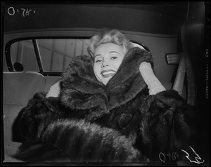 Zsa Zsa Gabor in car