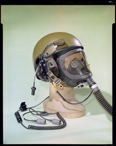 CEMEL, body armor, helmets, combat vehicle crewman w/gas mask on (3/4 view