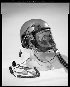 CEMEL, body armor, helmets, combat vehicle crewman w/gas mask on (3/4 view)