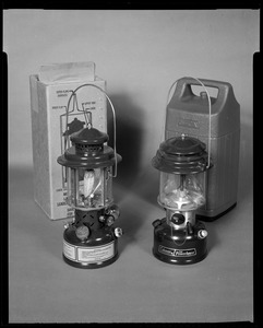 AMEL, 2 lanterns with carrying case
